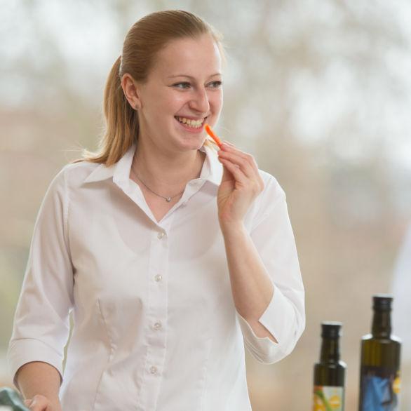 Mitarbeiter-Portrait: Die Küchen[-]expertinnen Helga und Sandra