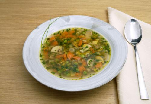 Bunte Frühlings[-]suppe mit Cuvée SIEBEN