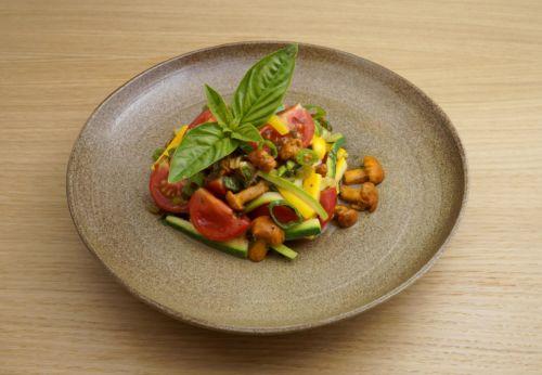 Eier[-]schwammerl-Salat mit Cuvée SECHS