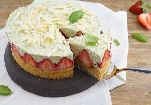 Erdbeer-Basilikum-Torte mit Mandel-Biskuit