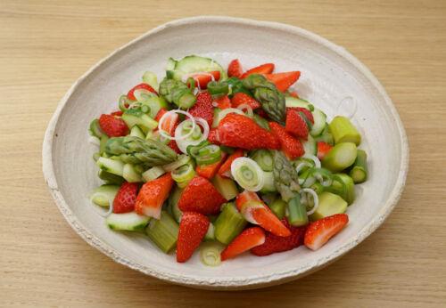 Erdbeer-Spargel Salat mit Cuvée EINS