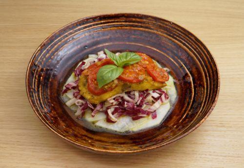 Gegrilltes Wels[-]filet auf Radicchio-Kohl[-]rabi-Salat mit Cuvée ACHT