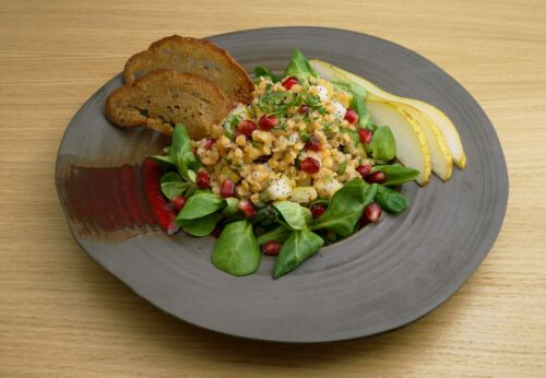 Granat[-]apfel-Birnen-Salat mit Linsen und Cuvée ZWEI