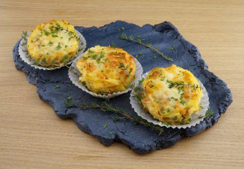 Hähnchen-Muffins mit Nudeln und Gemüse
