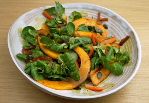 Herbst[-]salat mit gebratenem Kürbis