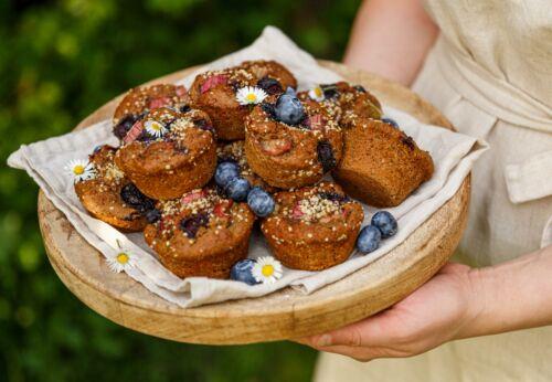 Hygge-Muffins mit Rhabarber und Heidel[-]beeren by meinleckeresleben.com