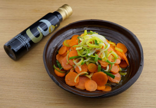 Karotten-Lauch-Salat mit Cuvée DREI