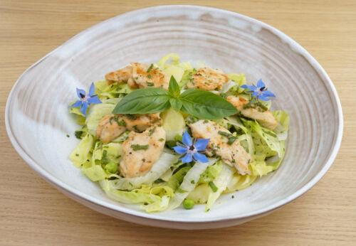 Kartoffel[-]salat mit Hähnchen[-]filets und Cuvée ZWEI