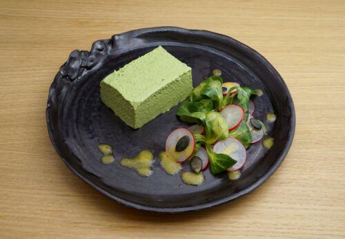 Kräuter-Topfen-Mousse mit Leinöl auf Radieschen-Salat