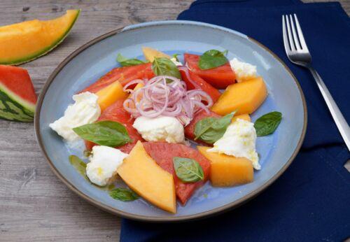 Melonen-Mozzarella-Salat mit Trauben[-]kern[-]öl