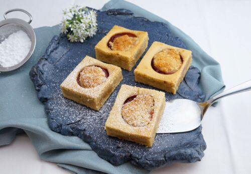 Obst-Kuchen mit Mandel[-]mehl und Amaretto[-]kruste