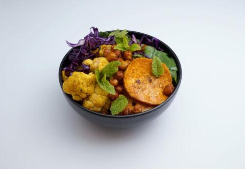 Orientalische Bowl mit Macadamia[-]nuss[-]öl
