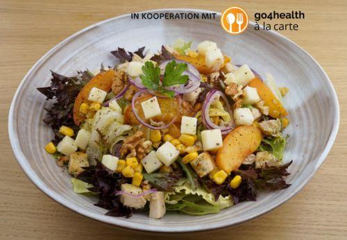 Pfirsich-Salat mit gegrilltem Basilikum-Hühnchen