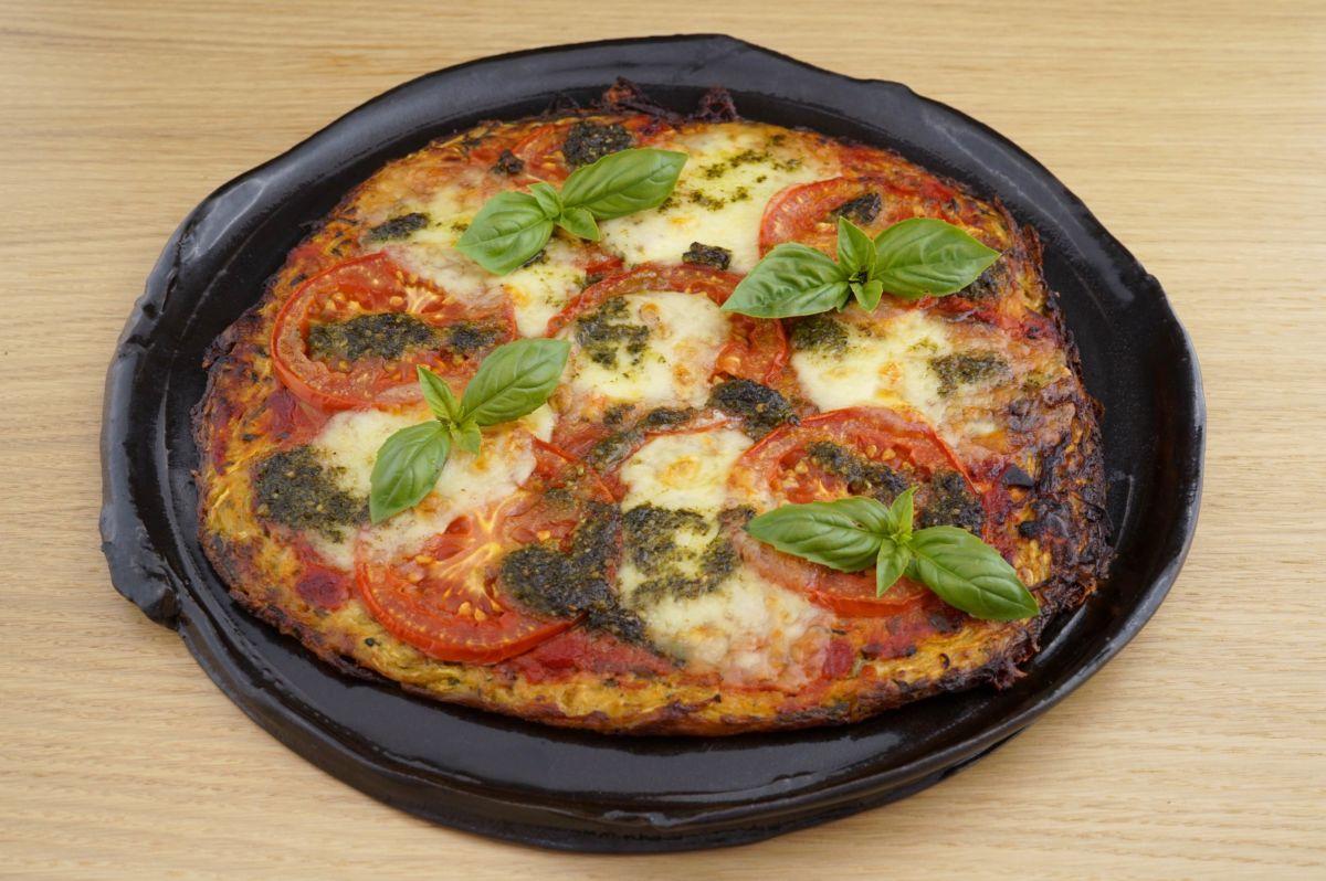 Pizza Margarita mit Mandel[-]mehl