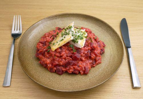 Rote-Rüben-Risotto mit Zander[-]filet