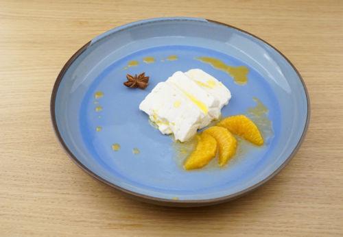 Schafjoghurt[-]mousse mit Gewürz[-]orangen