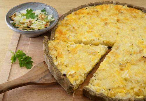 Sellerie-Hanf-Quiche mit Apfel-Walnuss-Salat