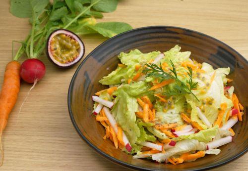 Sommer[-]salat mit Chia[-]dressing