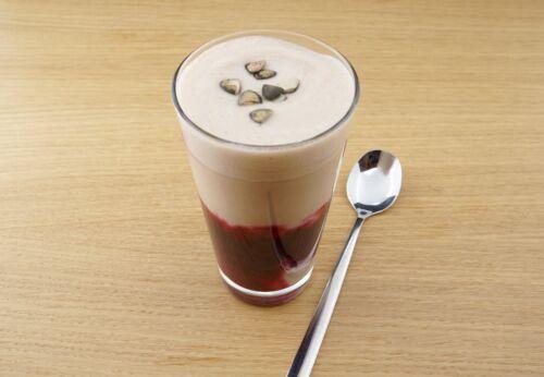 Rote-Rüben-Latte mit Chiaöl