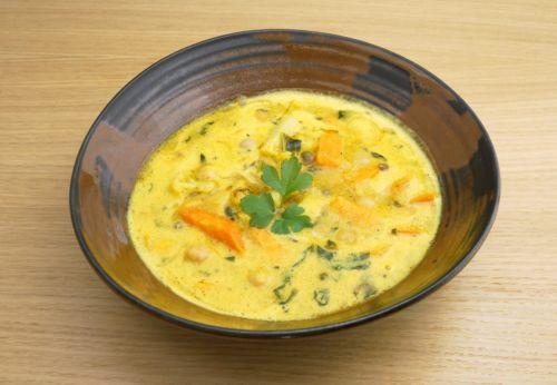 Süß[-]kartoffel[-]curry mit Kicher[-]erbsen und Kapern