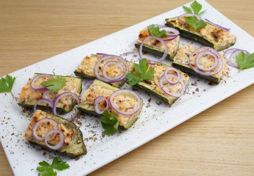 Zucchini mit Lachs[-]füllung und Erdnuss[-]öl
